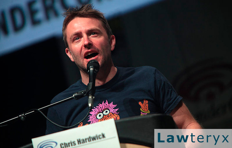 Chris Hardwick speaks to a crowd